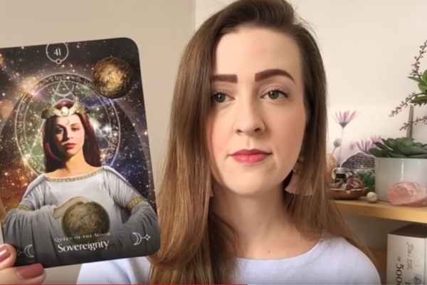 Queen of the Moon Oracle   Unboxing